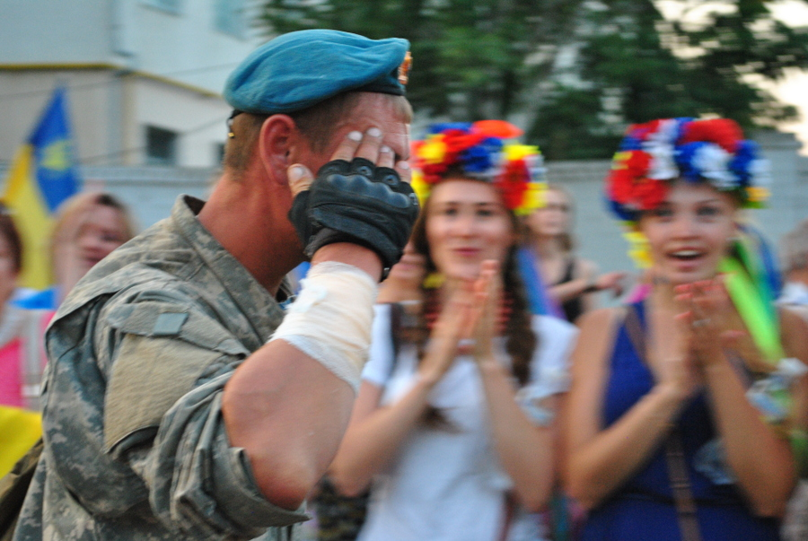 Николаев встречает 79-ю аэромобильную бригаду