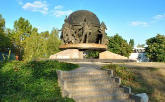 Памятник корабелам и флотоводцам