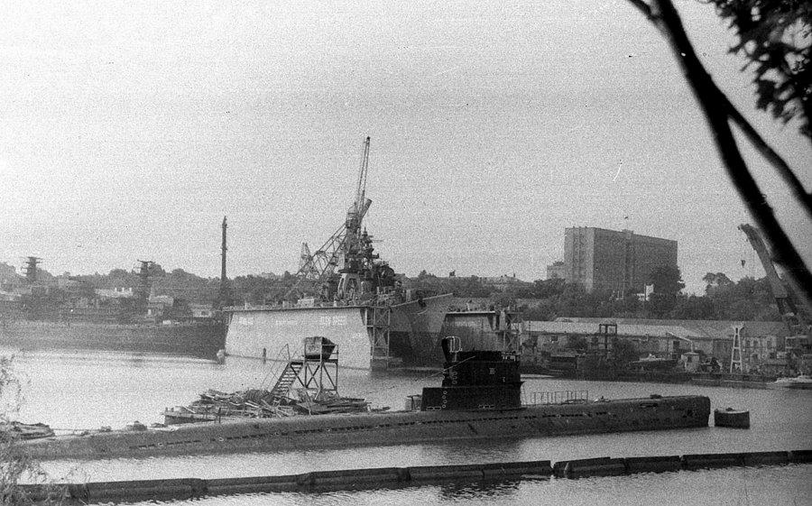 Подводная лодка пр. 613 в акватории з-да им. 61-го Коммунара