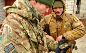 Нарукавный знак украинской морской пехоты на память британскому инструктору