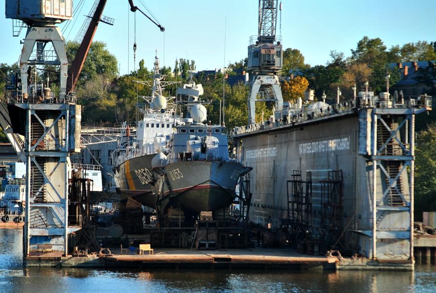 Корабли на заводе им. 61-го Коммунара
