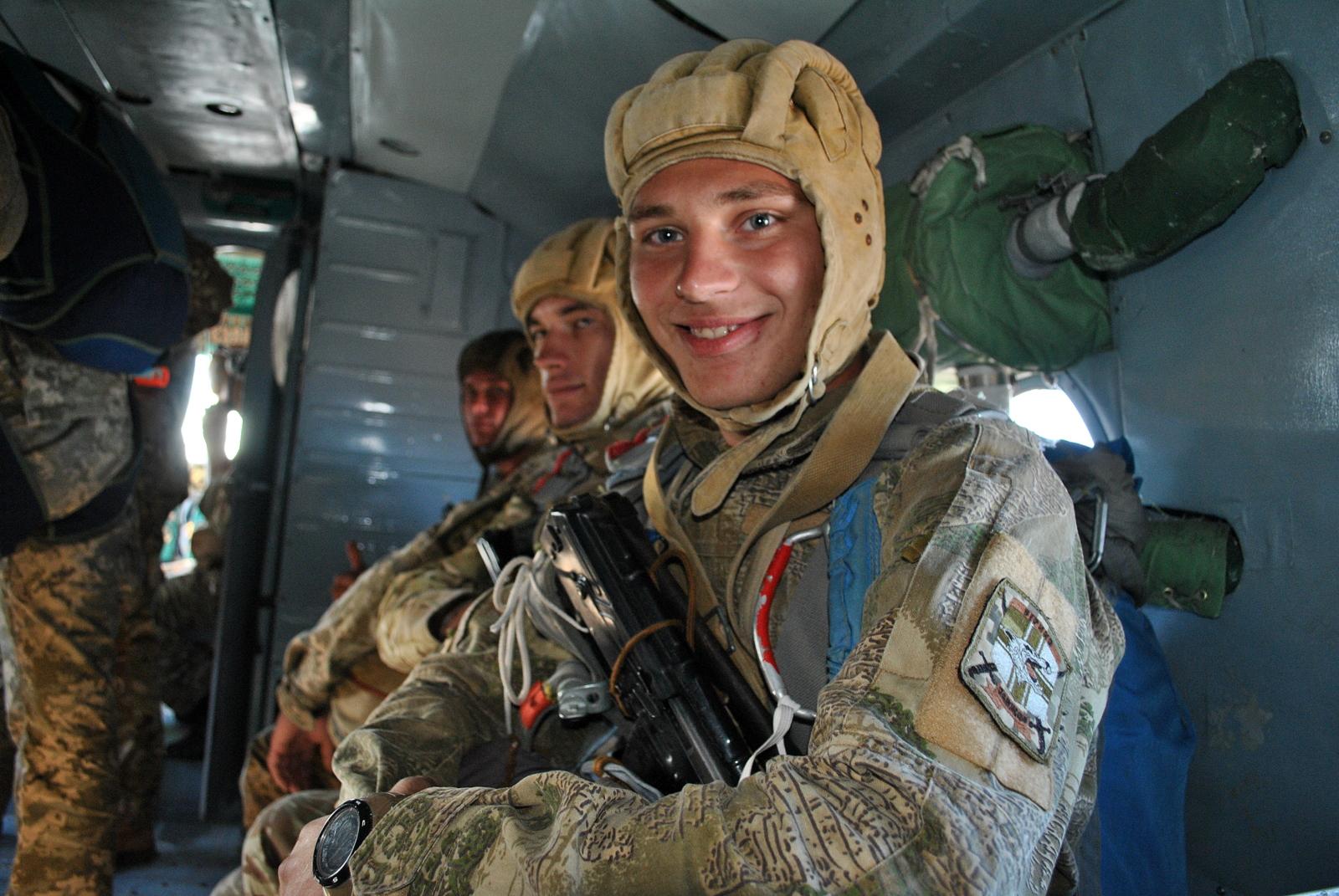Десант морской пехоты с Ми-14