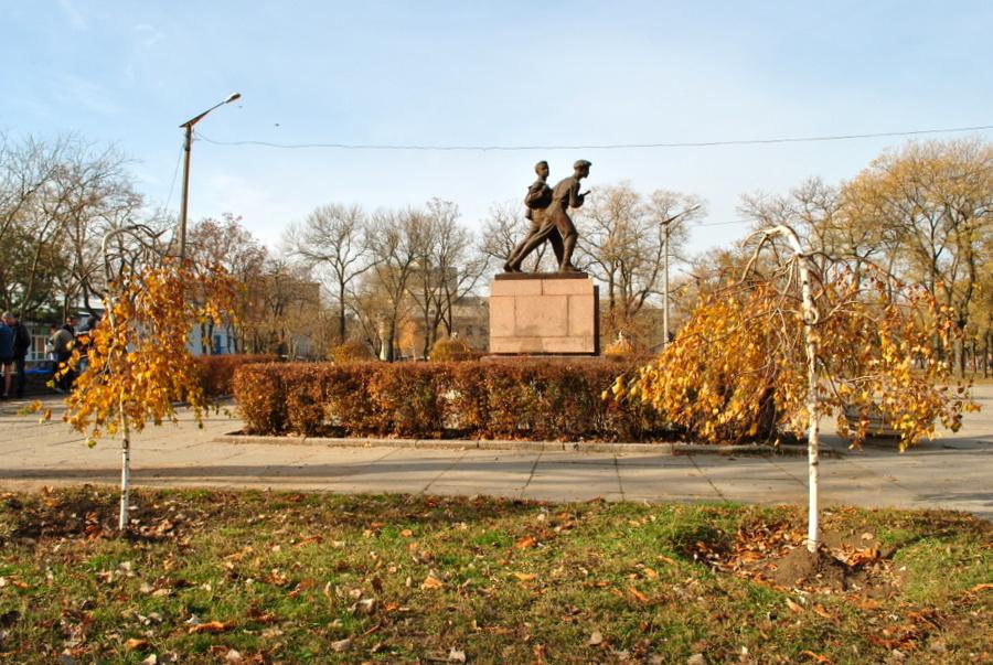 55 лет назад в Пионерском сквере был открыт памятник Шуре Коберу и Вите Хоменко