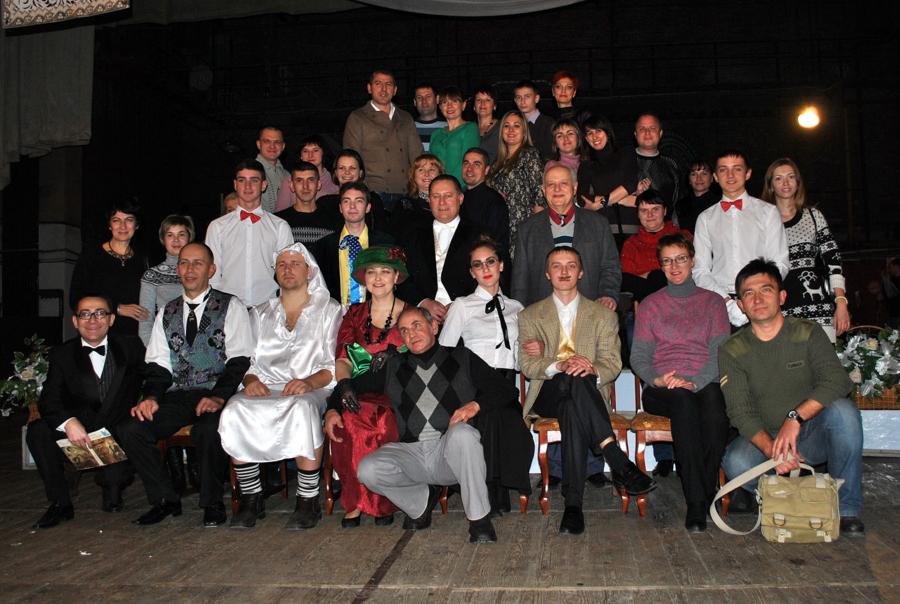 Гости за кулисами Народного театра эстрадных миниатюр «Уездный город N»