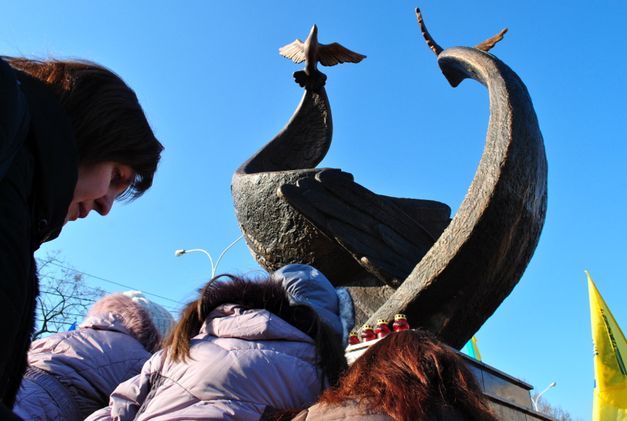 Памятник Небесной Сотне