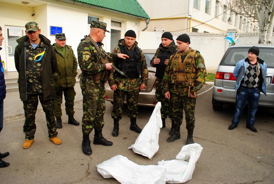 Первые волонтерские бронепластины, привезенные Ю. Бирюковым в 79-ю Бригаду