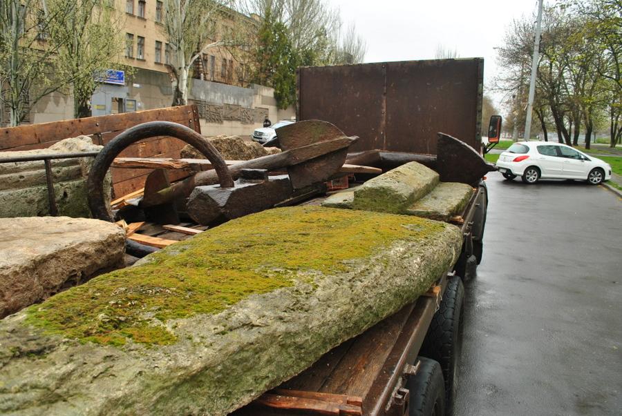 Якорь от памятника адм. А.С. Грейгу доставлен в Краеведческий музей