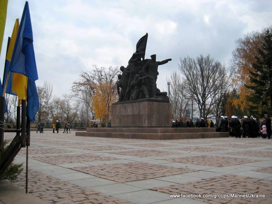 Возложение цветов у Мемориала Ольшанцам